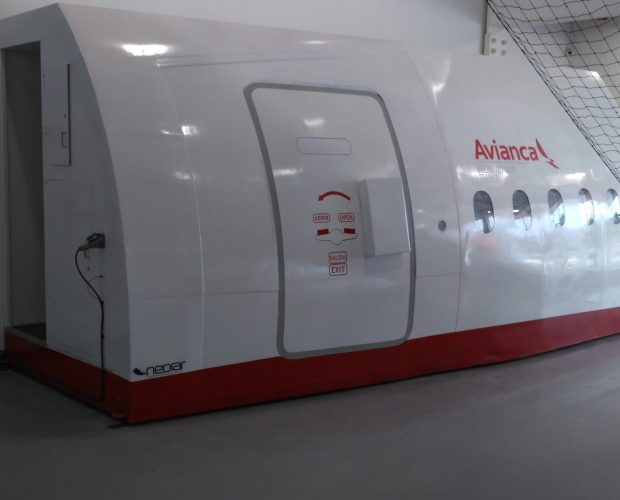 Avianca-Col.-Door-Trainer-B787