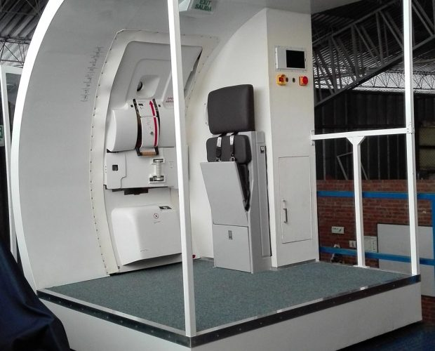 Door-Trainer-Copa-Airlines-Emb.-190-1