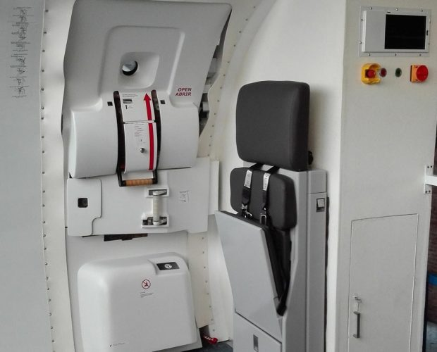 Door-Trainer-Copa-Airlines-Emb.-190-3